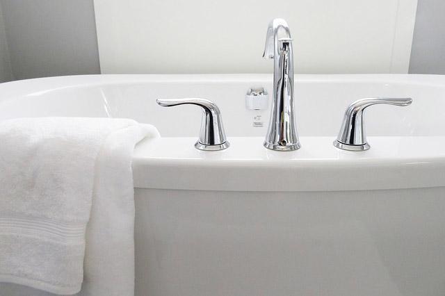 bathroom-bathtub